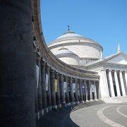 プレビシート広場に立つ聖堂