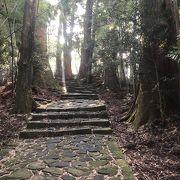 石畳と石段の参道