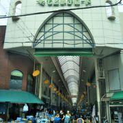 本町商店街に続くアーケード街。