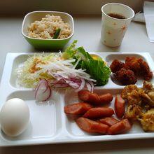お楽しみの朝食も、メニューは少ないが無料なのが嬉しい