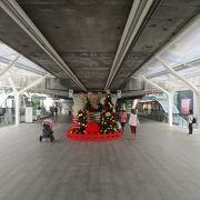 クリスマスシーズンのプロンポン駅 (BTS)