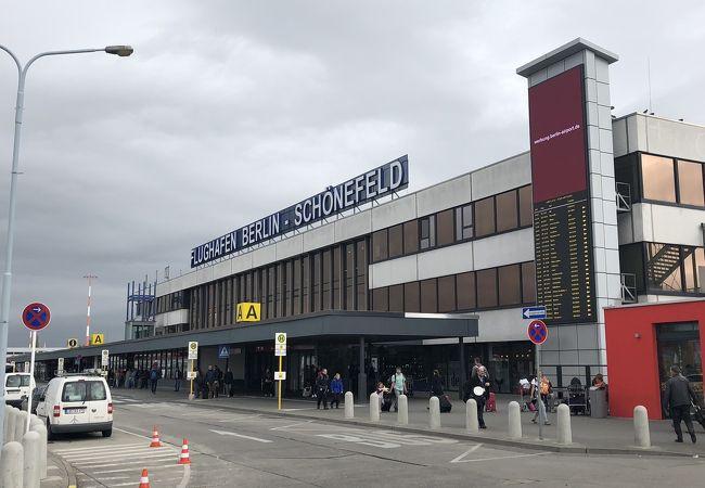シェーネフェルト国際空港 (SXF)