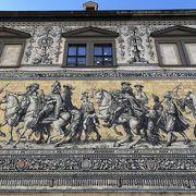 立派なマイセン焼きの壁画