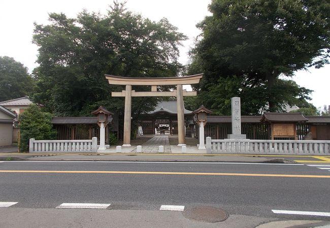 小山駅西口から西側にあります。