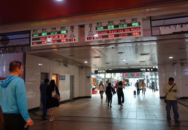 台鉄や地下鉄に乗り換えできる高鉄の駅