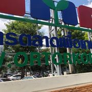 バンコクの高級マーケット オートーコー市場