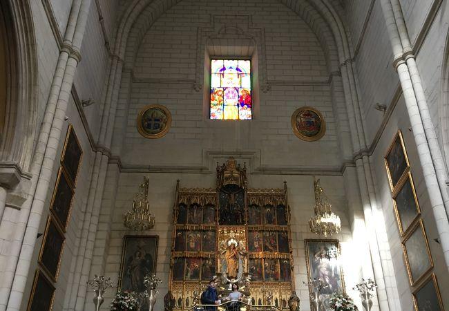 アルムデナ大聖堂