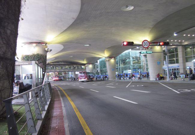 空港バスで東大門に向かいました