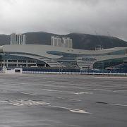 大型客船はターミナルビル側には停泊しません