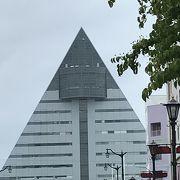三角形の建物