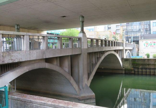 東横堀川に架かっています