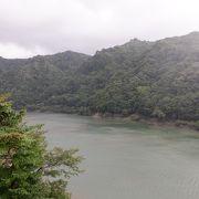 山奥の静かな感じの湖でした。