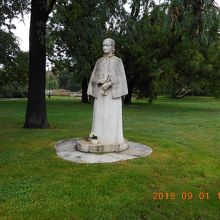 エリシュカ クラースノホルスカーの銅像