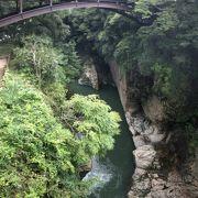 桂川に架かる橋です。