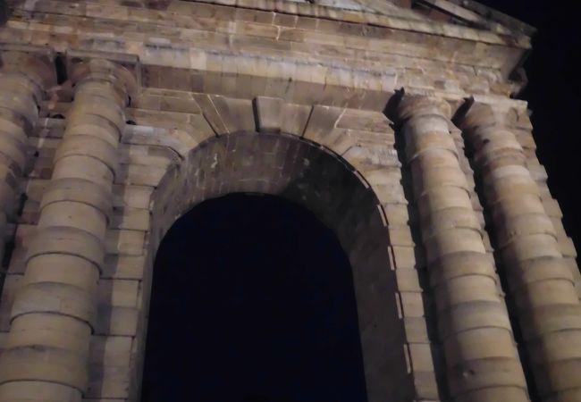 アキテーヌ門があります。