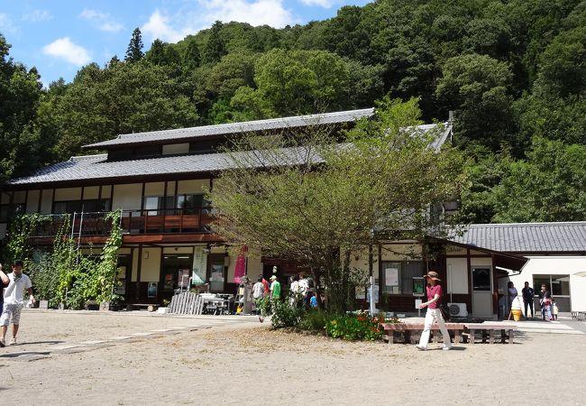山の麓にある道の駅です
