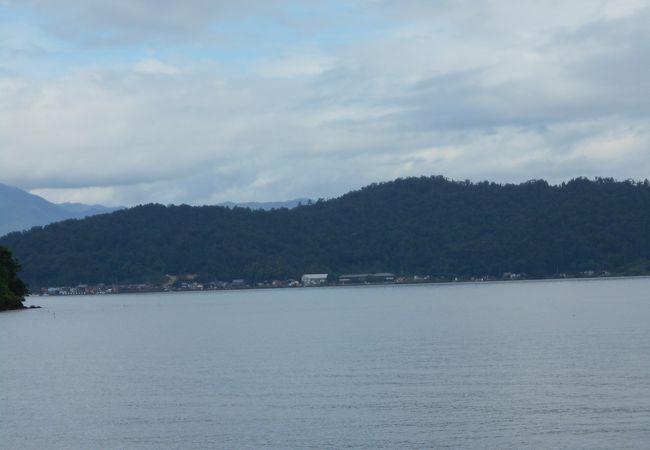 琵琶湖の宮が浜沖合の小さな島