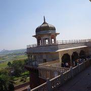 ムガル帝国3代アクバル大帝から5代シャージャハン帝の居城にしてシャージャハン帝の幽閉城