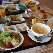 セットメニューの朝食で和か洋の選択 バイキングより絶対いい!