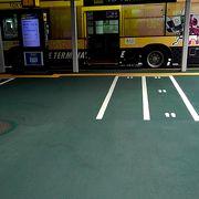 ターミナル間を走る無料シャトルバス