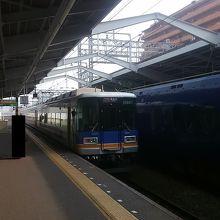新今宮駅での特急サザン。