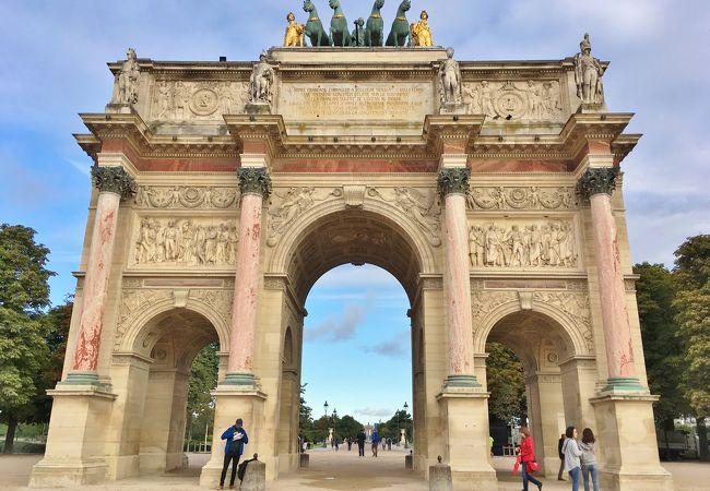ルーブル美術館に隣接する門