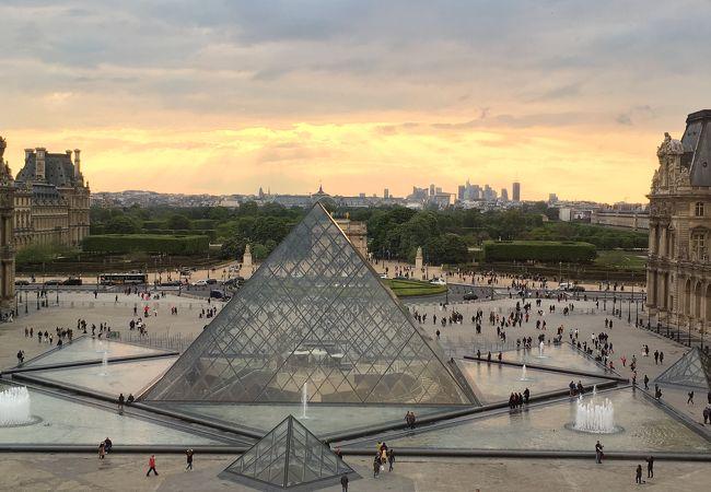 ルーヴル ピラミッド