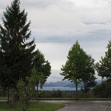 猪苗代湖が見えます。