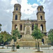 サンシュルピス教会前にある広場