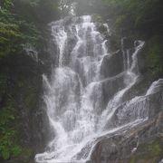 小雨が降り霧がかかった滝はとっても綺麗でした!!