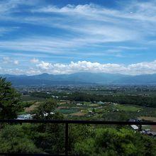 ラウンジから見渡せる松本平の景色