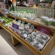 新潟県のお土産もありました。まあまあ広いです。農産物直売所もあります。