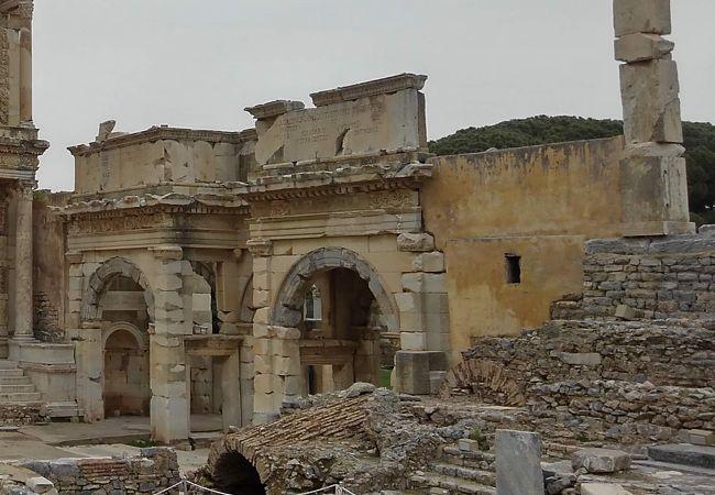 マゼウスとミトリダテスの門