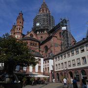 マインツ大聖堂(Dom)ードイツ語のDom(ドーム)もMu(uの上に・・)nster(ミュンスター)も日本語訳は「大聖堂」。でも、その違いは?