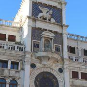 500年の時を刻む美しい天文時計