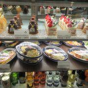 シェラトン舞浜2階。デパート惣菜のような食事が座って食べられる・可愛いパンやケーキもあるよ。
