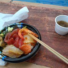 海人丼800円。