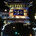 青色の朝陽門