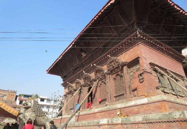 シヴァ パールヴァティ寺院
