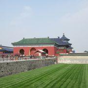 天壇公園は、祈念殿で有名な天壇を中心とする広大な公園です。