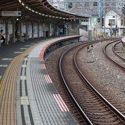 駅が曲がってる!!