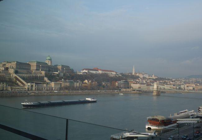 ブダペストのドナウ河岸とブダ城地区およびアンドラーシ通り