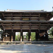 鎌倉時代に再建された国宝「南大門」、高さ25.46メートル