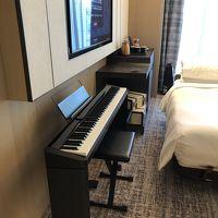 電子ピアノと、冷蔵庫等の家具です。