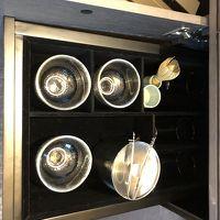 一番上の引き出しを開けると、抹茶用の泡立て器もあります。