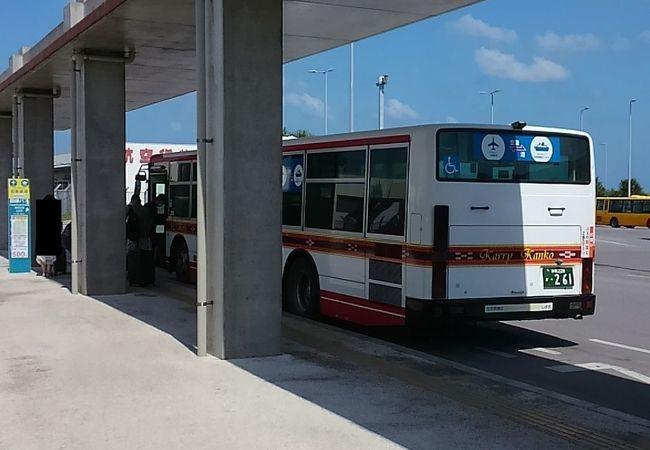 空港と離島ターミナルを結ぶ