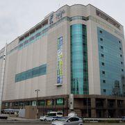 駅前の再開発ビル