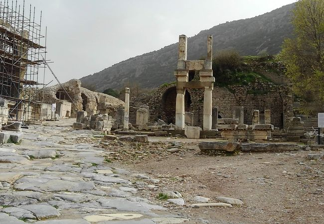 ドミティアヌス神殿