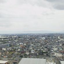 ホテルから眺める街の姿は地味だなぁ