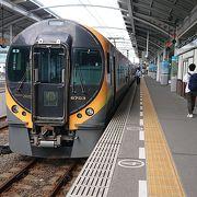 四国の二大都市を結ぶ電車特急